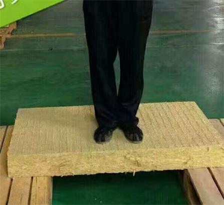 矿棉岩棉板厂家向您介绍矿棉硬质岩棉板的优点有哪些?